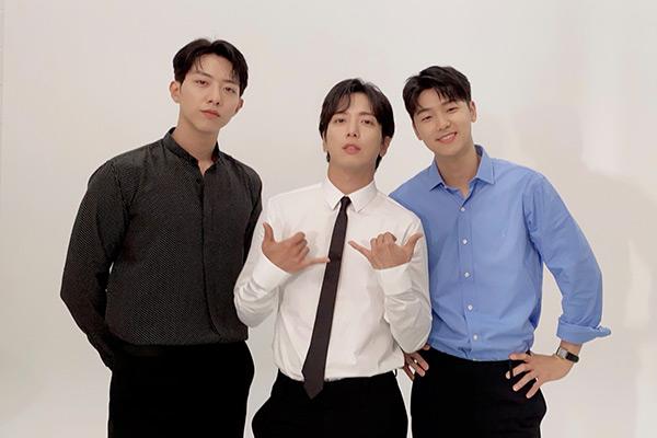 CNBLUE comeback sau hơn 3 năm 8 tháng