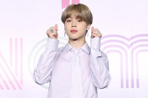 Hàng loạt đài phát thanh quốc tế phát sóng các ca khúc solo tiếng Hàn của thành viên Jimin thuộc BTS
