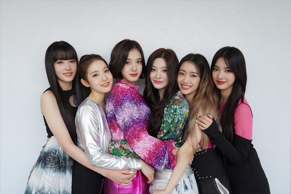 """Ca khúc đầu tay của tân binh STAYC lọt bảng xếp hạng """"K-POP 100"""" của Billboard"""