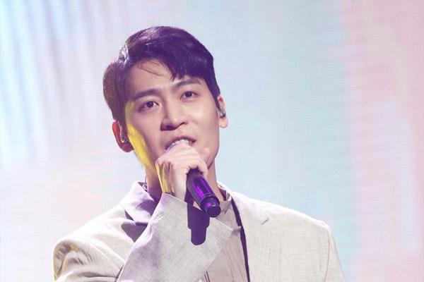 Penyanyi John Park Dikonfirmasi Positif COVID-19