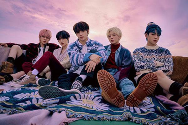 투모로우바이투게더 일본 정규앨범, 오리콘 주간차트도 정상