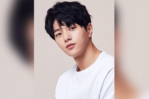 """배우 김명수, 해병대 입대…""""내년 8월 새로운 모습으로 뵐게요"""""""