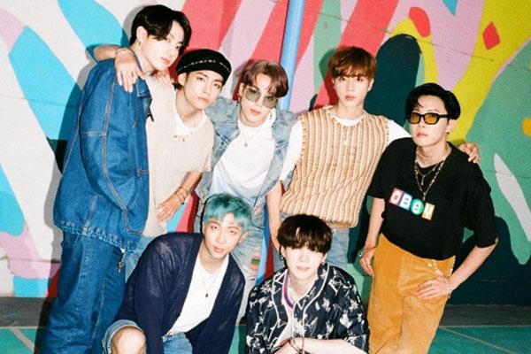 방탄소년단, 올해의 글로벌 아티스트…영미 팝스타 모두 제쳤다