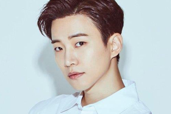 2PM's Junho discharged from military service