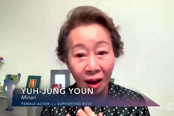 SAG premia a Youn Yuh Jung como 'mejor actriz secundaria'