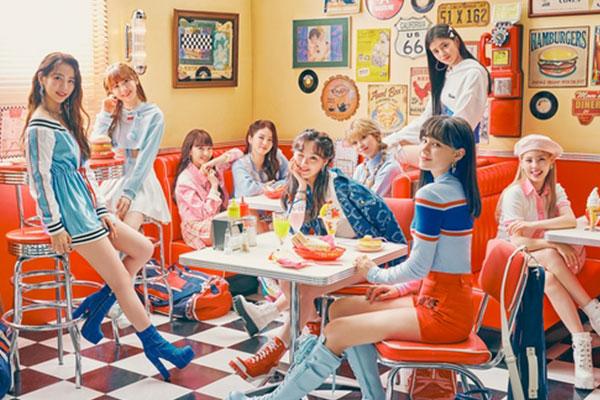 Đĩa đơn tiếng Nhật mới của NiziU hai ngày liền dẫn đầu bảng xếp hạng Oricon