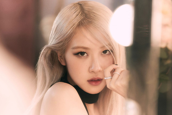 "Rosé (BLACKPINK) lập hai kỷ lục Guinness với ca khúc ""On The Ground"""