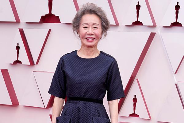 الممثلة الكورية يون يوه جونغ تفوز بأوسكار أفضل ممثلة مساعدة
