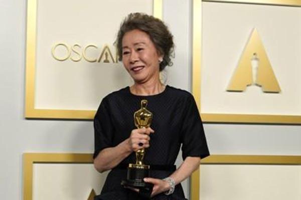 وسائل الإعلام العالمية تشيد بفوز يون يوه جونغ بجائزة الأوسكار