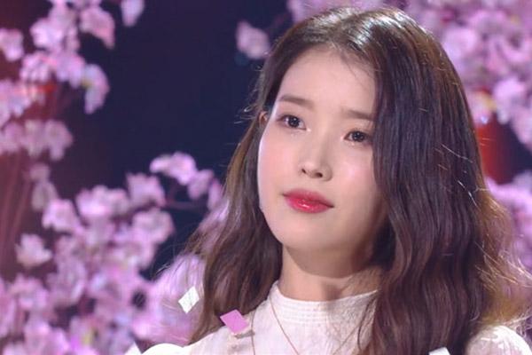 """아이유, 소외계층 위해 5억원 기부…""""큰 사랑에 보답"""""""