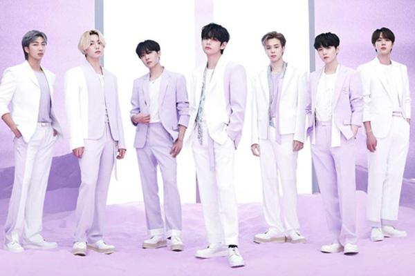BTS 일본 베스트앨범, 발매 첫날 57만장 판매…오리콘 1위