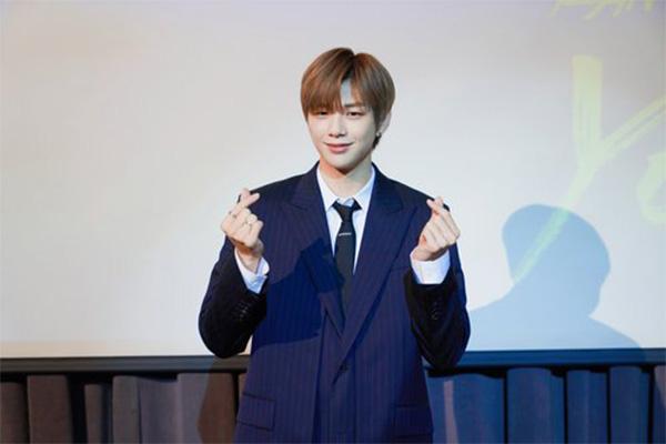 Kang Daniel celebra 2º aniversario con un fan meeting