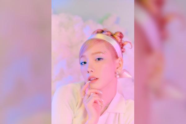 "Taeyeon Rilis Single Bernuansa Disco-Pop ""Weekend"""