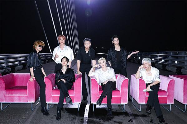 """Show truyền hình Mỹ phát ca khúc """"Butter"""" của BTS quay tại cầu World Cup ở Seoul"""