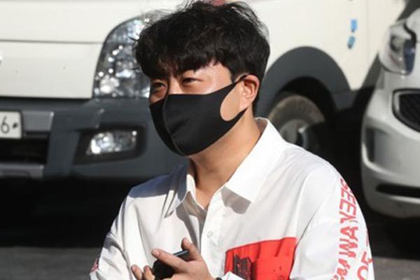 트로트 가수 김호중, 폭행 혐의로 경찰 조사