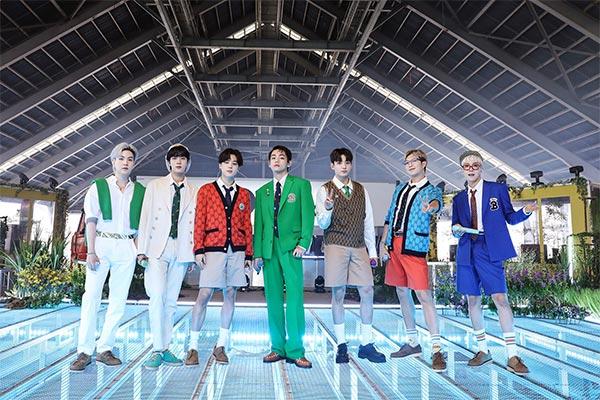 """BTS tham gia chương trình """"Live Lounge"""" của đài phát thanh Anh"""