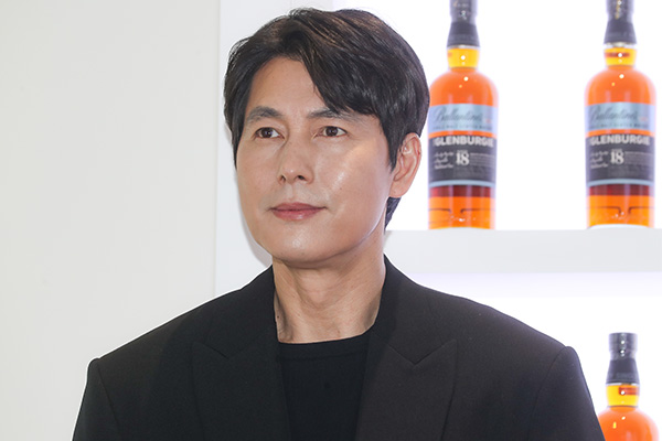 Schauspieler Jung Woo-sung spendet für Afghanistan