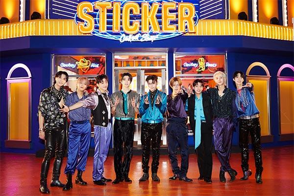 """NCT127 erklimmen mit """"Sticker"""" Chartspitze"""