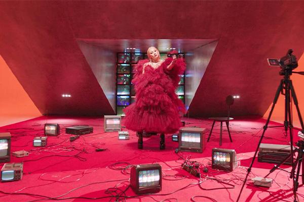 CL phát hành album phòng thu đầy đủ đầu tiên vào 20/10