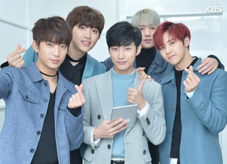 B1A4 merayakan ulang tahun debut mereka yang keenam