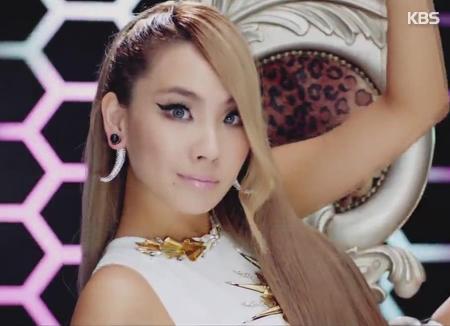 CL mengucapkan selamat atas debut solo Gon Minzy sebagai bentuk dukungannya