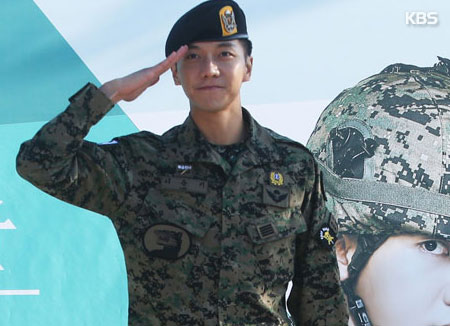 Lee Seunggi Menyelesaikan Masa Wajib Militer