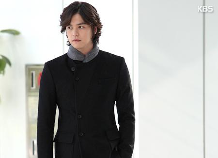 Aktor Lee Jang Woo selesai wajib militer