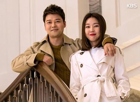 Jun Hyun Moo & Han Hye Jin resmi berpacaran