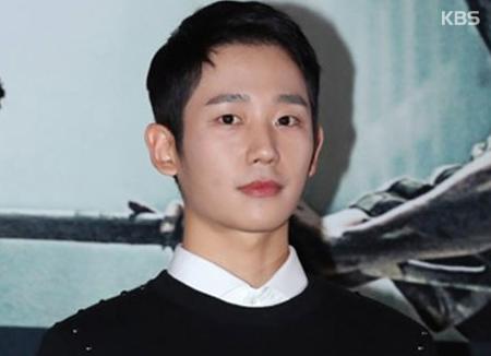 """Jung Hae In hampir melepaskan tawaran drama """"Pretty Noona Who Buys Me Food"""""""