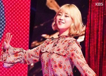 يونغ جي من كارا تبدأ نشاطها الغنائي كمطربة منفردة