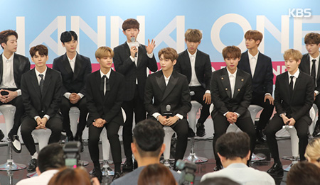 Wanna One feiert Debüt