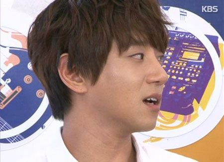 Les gens sont très nombreux à chanter « A Daily Song » de Hwang Chi-yeul