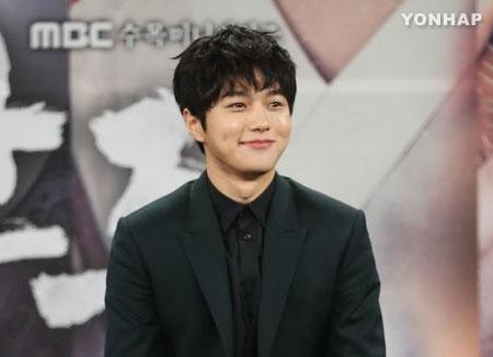 L, un membre d'Infinite, mène sa tournée asiatique depuis le 4 septembre