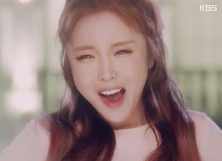 """Hong Jin-youngs Manager dreht ebenfalls Musikvideo zu """"Tschüs"""""""