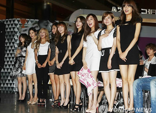 Girls Generation Receives Huading Award