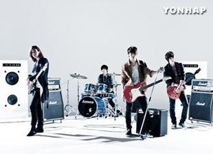 CNBLUEが韓国で写真集『DAILY VIEW』発売 メンバーの自撮りも