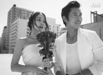 Mom-To-Be Lee Min-jung Returns To Lee Byun-hun In Los Angeles