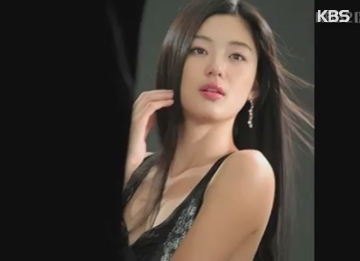 Jun Ji-hyun Maintains Her Endorsement Model Prowess