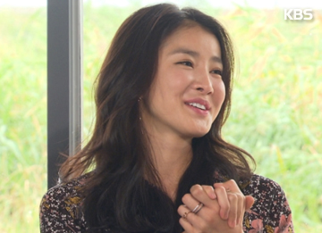 Actress Lee Si-young Revealed To Be In Relationship