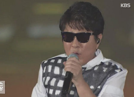 Pop legend Cho Yong-pil to hold 50th anniversary national tour