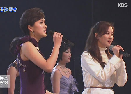 Seohyun sings with North Korea art troupe