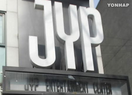 JYP prohíbe a sus empleados trabajar fuera del horario laboral