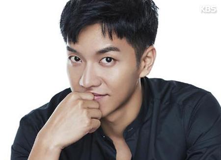 El actor y cantante Lee Seung Gi acaba la mili