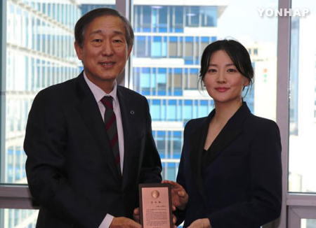 Lee Young Ae dona 100 millones de wones al Centro Médico Yonsei