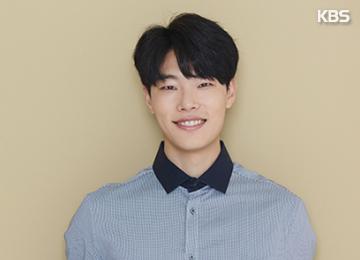 Vé tham dự buổi họp fan của Ryu Jun-yeol bán hết trong 2 phút