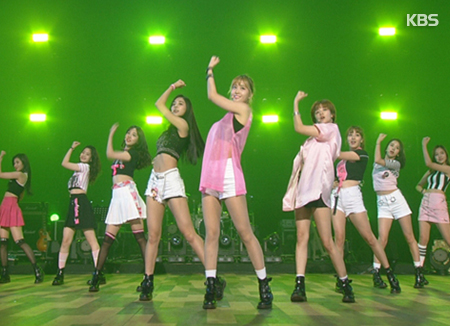 Twice lọt top dẫn đầu bảng xếp hạng uy tín Nhật Bản