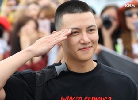 """Ji Chang-wook chính thức gia nhập đội ngũ """"lính nghệ sĩ"""""""