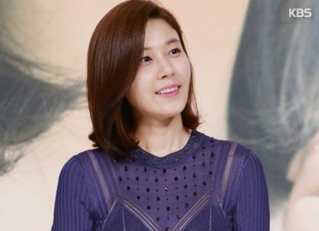 Kim Ha-neul mang thai con đầu lòng