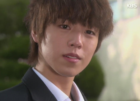 Nam diễn viên sinh năm 1993 Lee Hyun-woo bất ngờ tuyên bố nhập ngũ