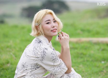 Hwi-in của nhóm Mamamoo ra mắt album solo